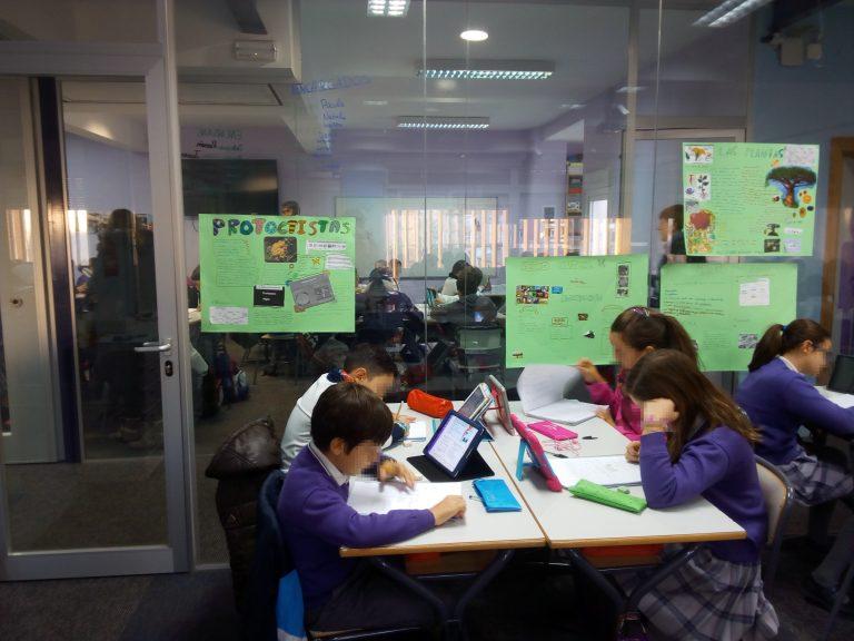 Grupo de niños trabajando
