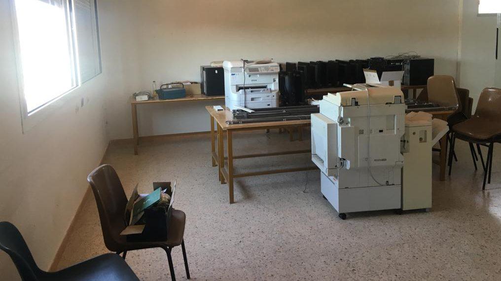 Sala-almacén infrautilizada preparada para la transformación en un Aula del Futuro.