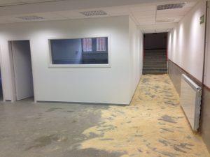 Aula vacía en obras